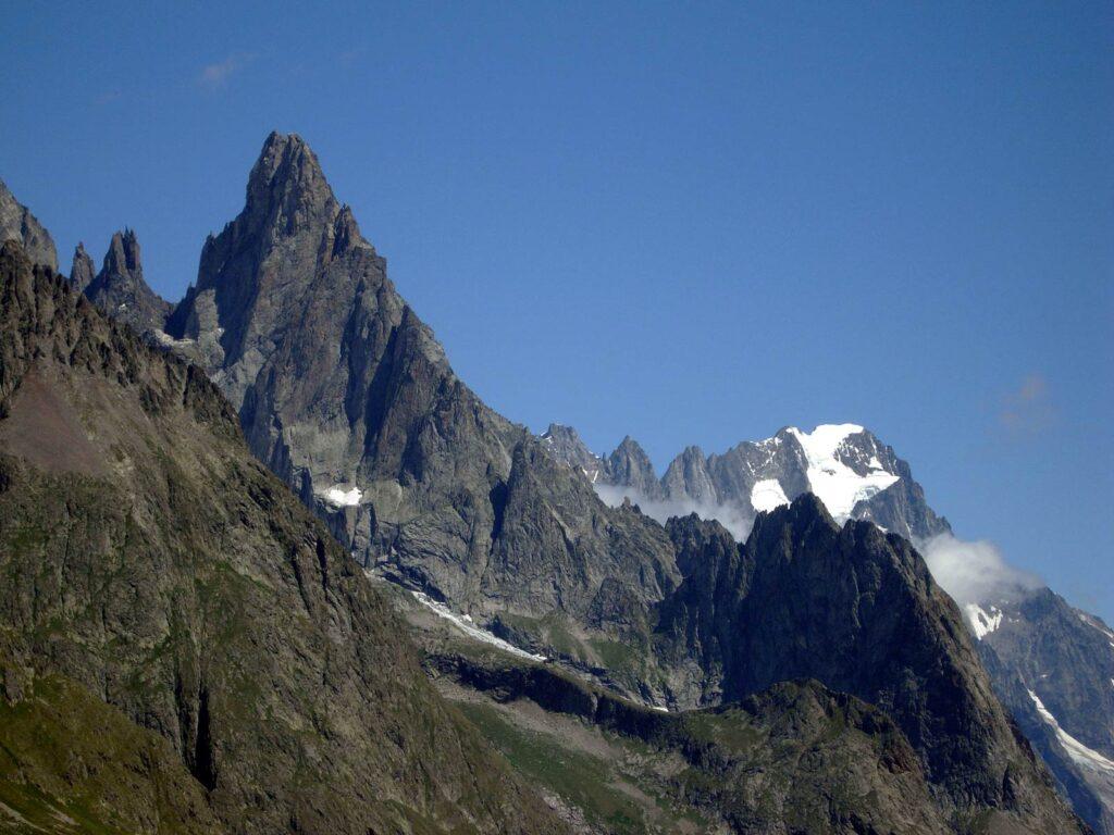 La cresta di Peutérey e le Grandes Jorasses.