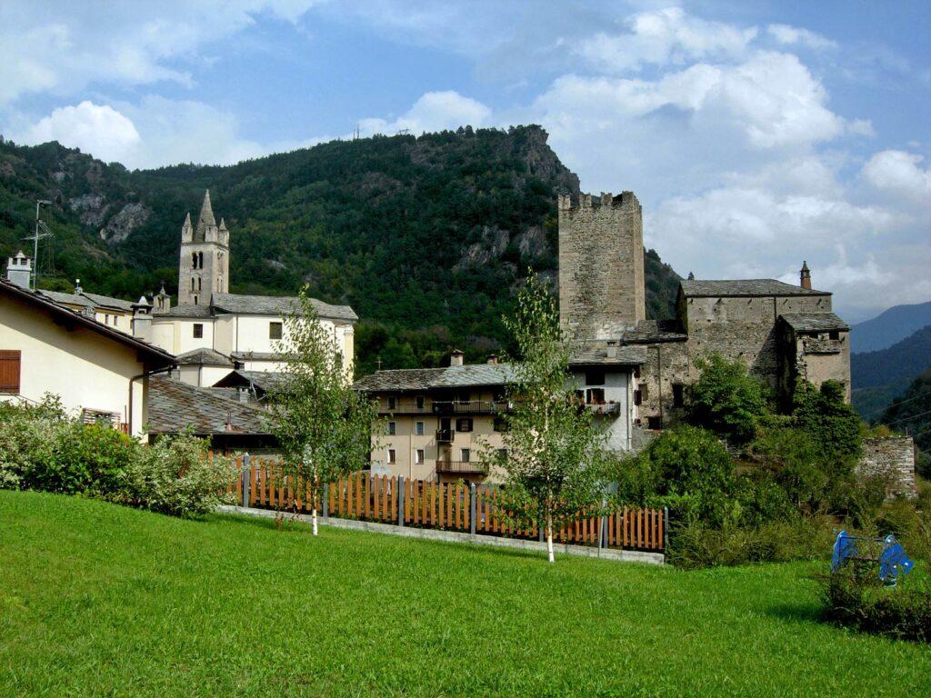 L'antico borgo di Avise con le sue costruzioni medievali.