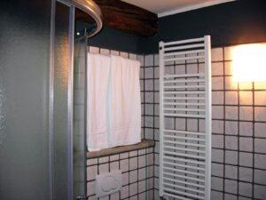 Dettagli del bagno in una camera dell'Hotel Aigle, Courmayeur Mont Blanc.