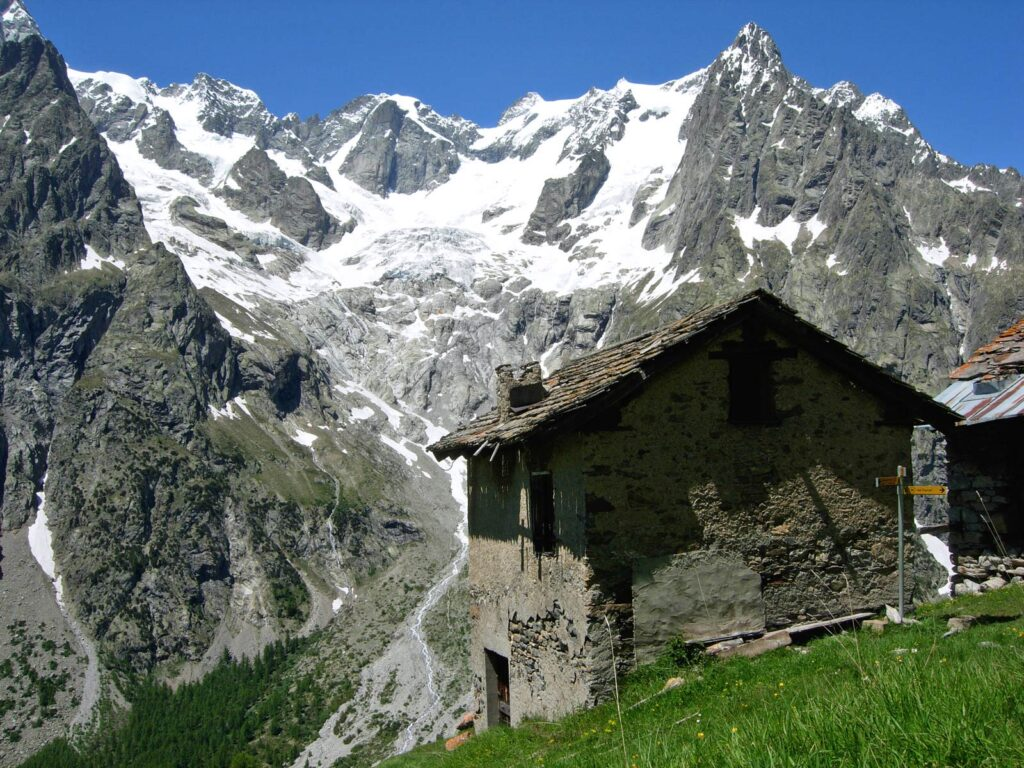 Il circo glaciale laterale di Freboudze, affacciato sulla Val Ferret.