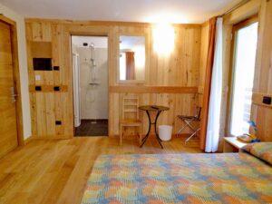 Scorcio di camera doppia all'Hotel Aigle, Courmayeur Mont Blanc.
