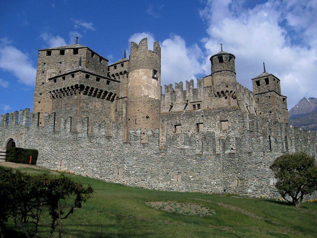 Il suggestivo castello di Fenis.