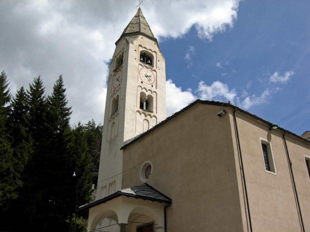 La chiesa parrocchiale di San Pantaleone a Courmayeur.