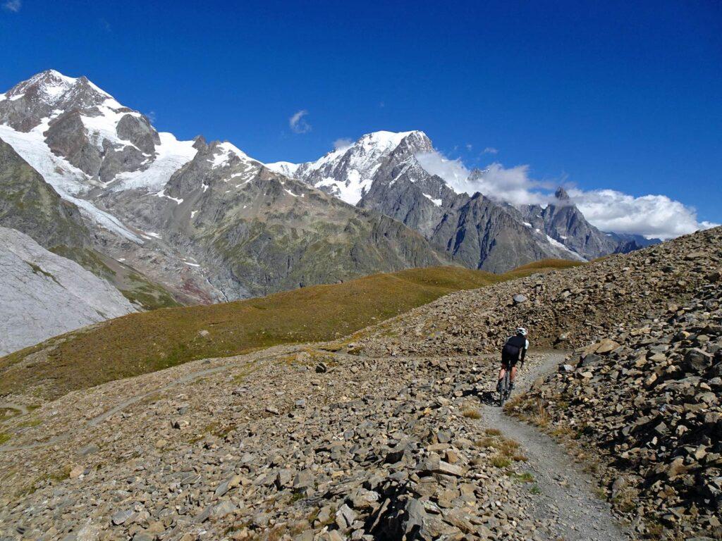 Discesa in mountain bike dal Col Chavannes, in Val Veny.