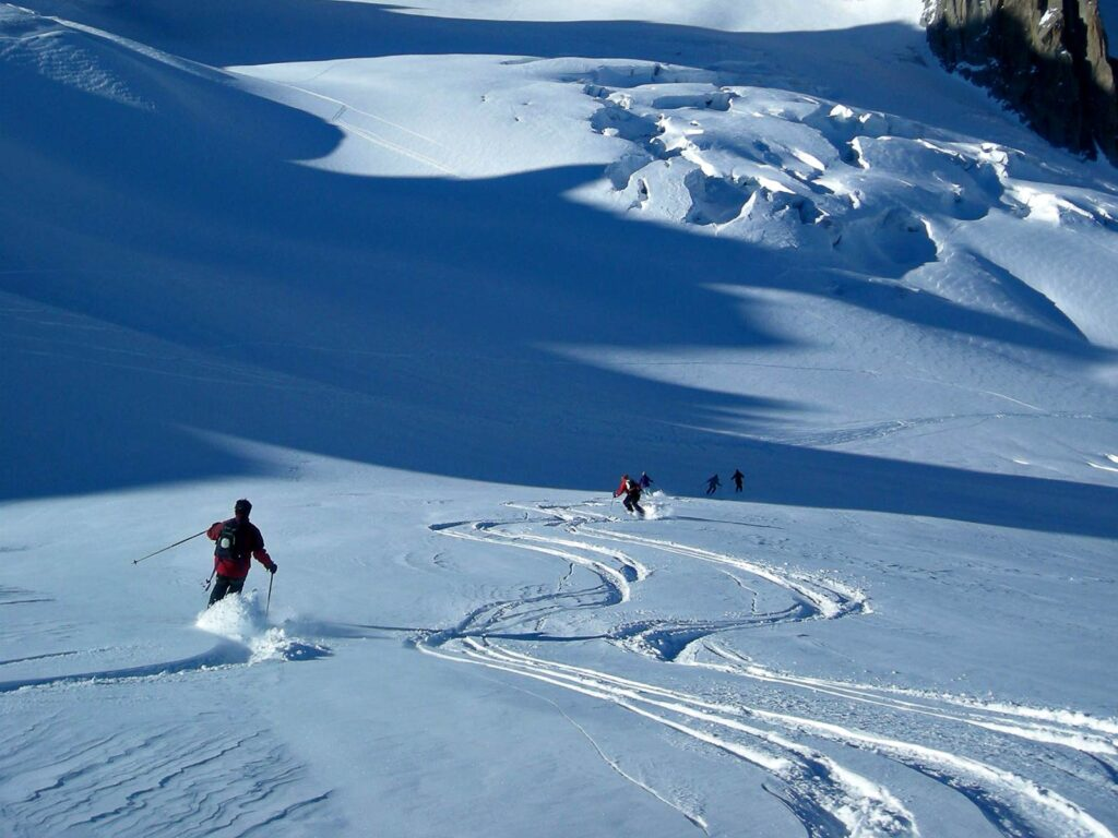 Discesa sui ghiacciai della Vallée Blanche.