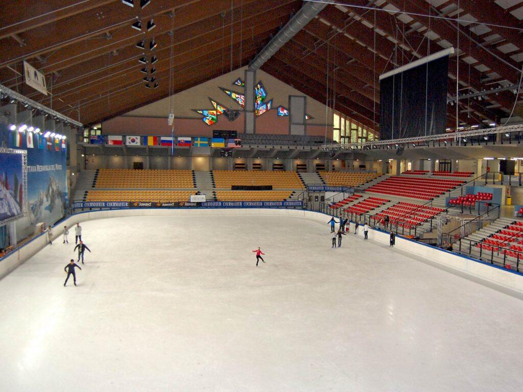 La pista di pattinaggio sul ghiaccio del Courmayeur Sport Center.