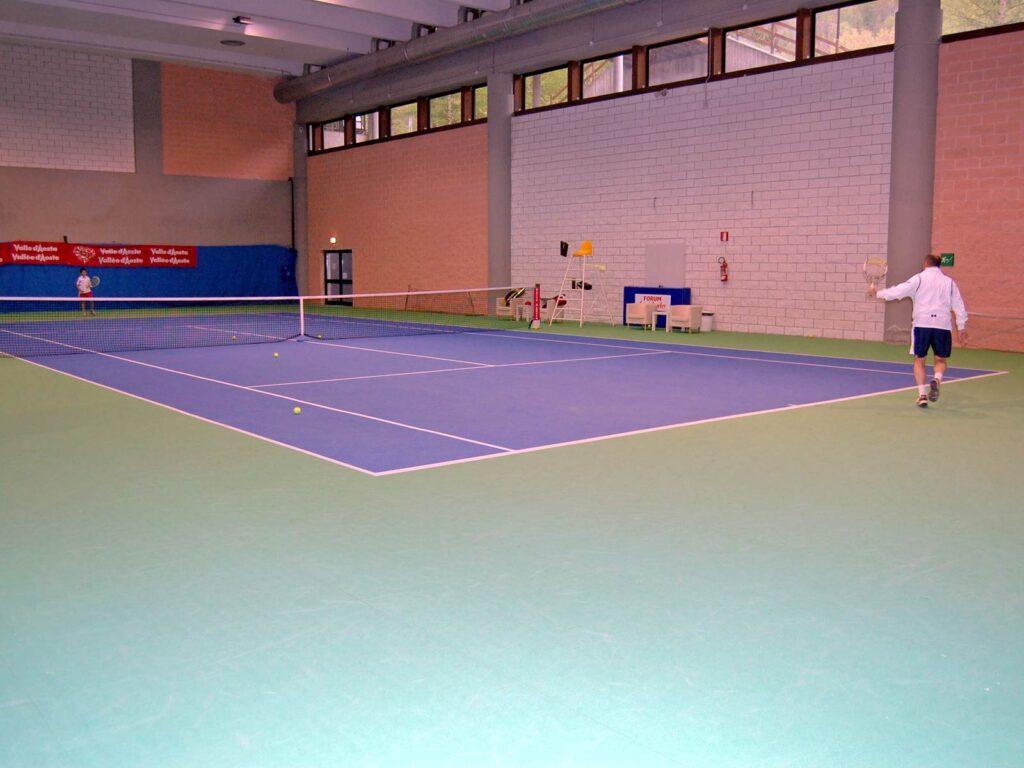 Campo da tennis al coperto del  Courmayeur Sport Center.