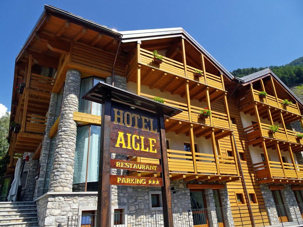 Front view of the Hotel Aigle.