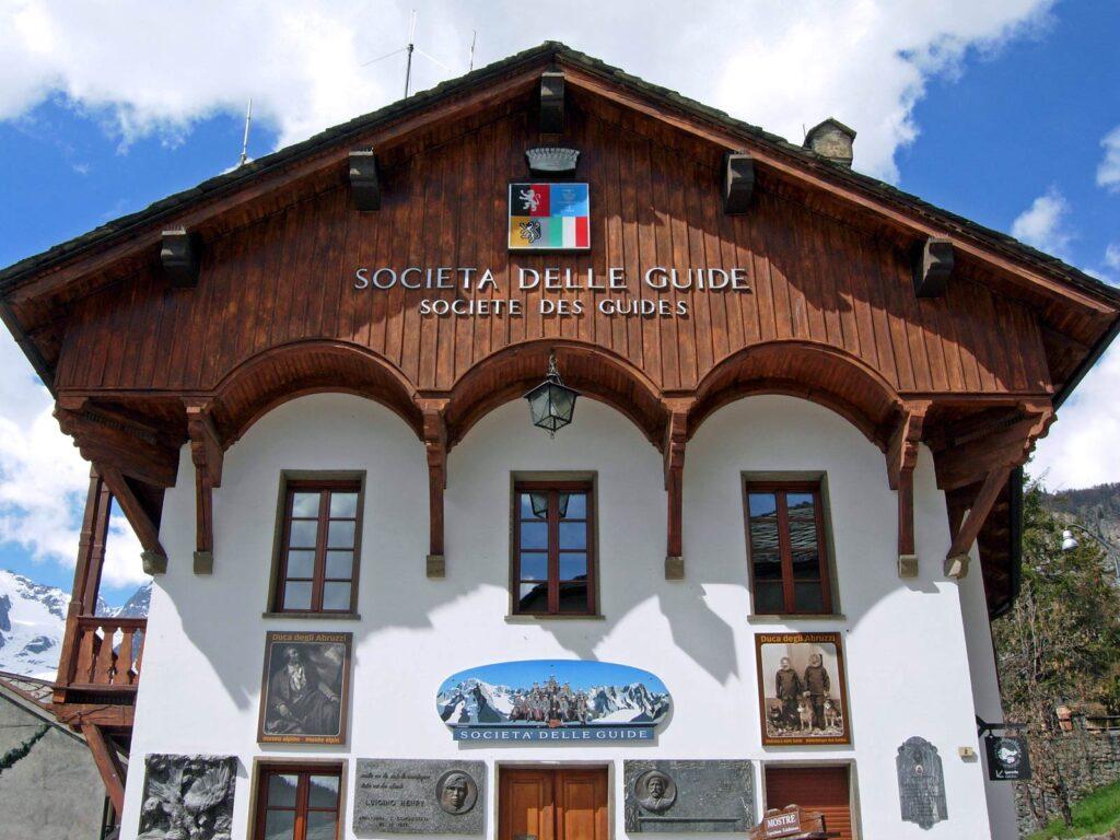 La casa delle Guide di Courmayeur.