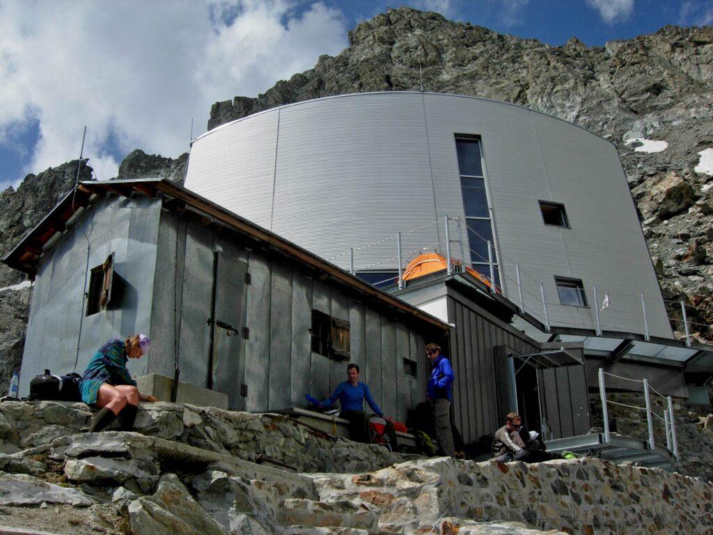 Il Rifugio Gonella, sulla via italiana al Monte Bianco.